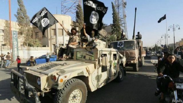 """يسيطر تنظيم """"الدولة الإسلامية"""" على مساحات واسعة من الأراضي في سوريا والعراق وتتعرض مواقعه لضربات من جانب تحالف دولي بقيادة أمريكا."""