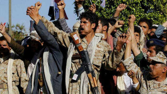 Husiler başkent Sana'nın kontrolünü tamamen ele geçirmiş durumda.