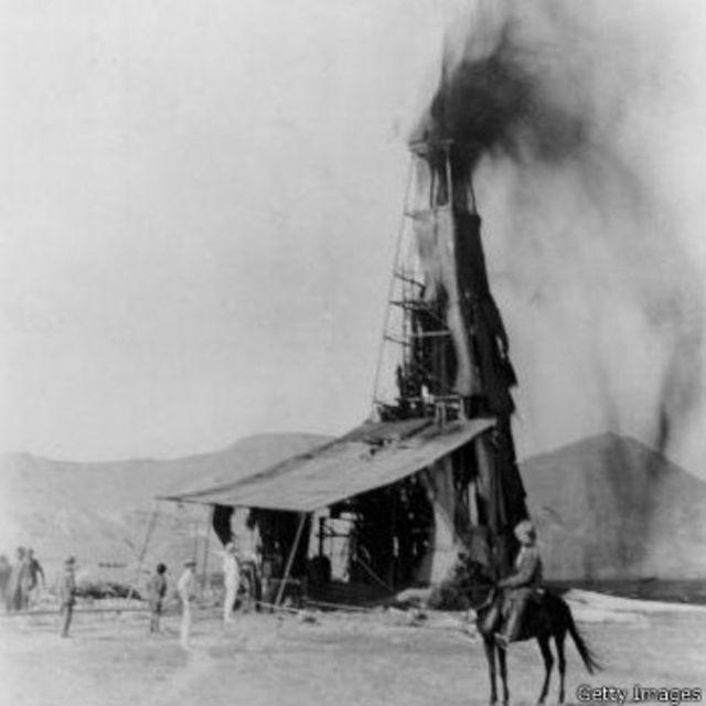 یکی از نخستین چاههای نفت ایران در مسجد سلیمان، ساعت چهار بامداد بيست و ششم ماه مه سال ١٩٠٨ (پنجم خرداد ۱۲۸۷) بعنوان لحظه کشف نفت در ایران ثبت شده است