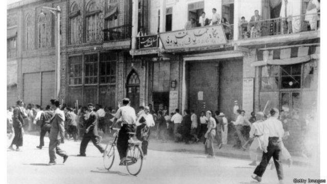 مردم در خیابانهای تهران (دهم مرداد ۱۳۳۲)