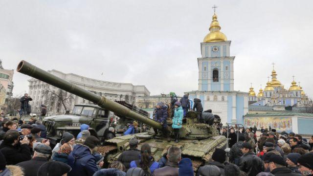 Захваченный российский танк на выставке в Киеве