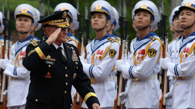 Đại tướng Martin Dempsey, Chủ tịch Hội đồng Tham mưu trưởng liên quân Mỹ, thăm Việt Nam năm 2014
