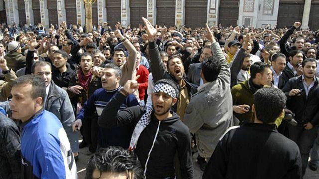 جنگ داخلی سوریه با تظاهرات آرام برای درخواست اصلاحات و مبارزه با فساد آغاز شد