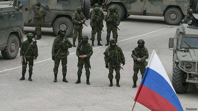 Российские солдаты без опознавательных знаков в Балаклаве