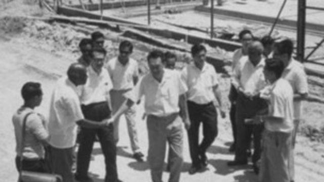 Lee acometió un ambicioso programa de industrialización, mezclando imnversión privada y control estatal.