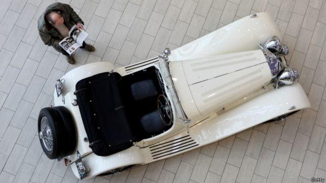 El automóvil Jaguar SS100 de Elvis Presley que fue subastado en 2010