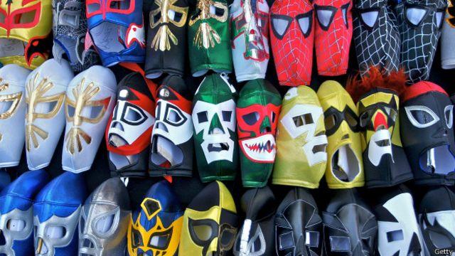 La lucha libre atrae a más de 600.000 espectadores al año a las diferentes arenas y estadios en México.