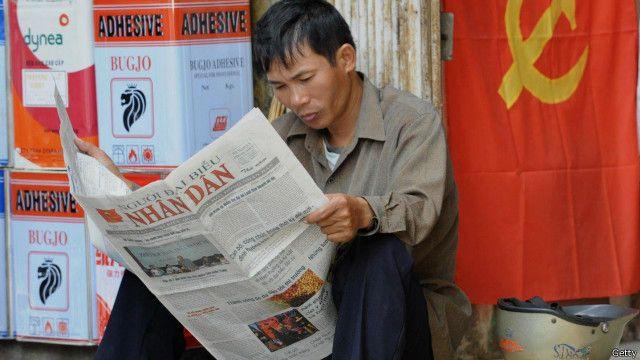 Người đọc báo ở Việt Nam - hình minh họa