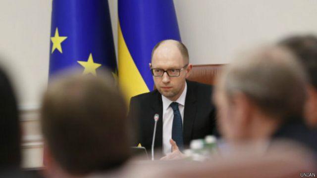 Во вторник Верховная Рада приняла закон, дающий право правительству в случае необходимости прекратить выплаты держателям международных долговых обязательств Украины