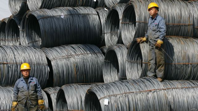 据估计,光钢铁行业每年的过剩生产能力就达到大约3亿吨。