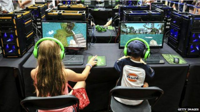 Lanzado en Suecia en 2011 por Markus Persson y su compañía Mojang, el videojuego fue adquirido por Microsoft el año pasado por US$2.500 millones.
