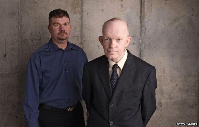 Метт Лейнінгер (ліворуч) і Марк Лендіс, 2014 р.