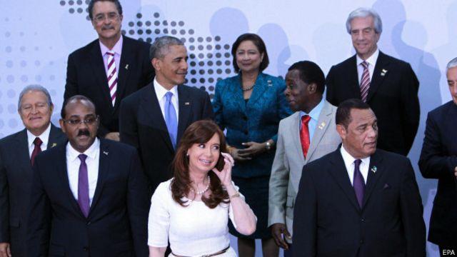 Presidentes posam para foto na Cúpula das Américas (EPA)