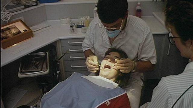 Los expertos insisten en que quienes tienen implantes deben seguir cuidados estrictos y visitar regularmente el dentista.