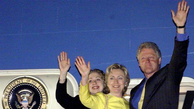 Vợ chồng tổng thống Clinton và con gái Chelsea thăm Việt Nam năm 2000