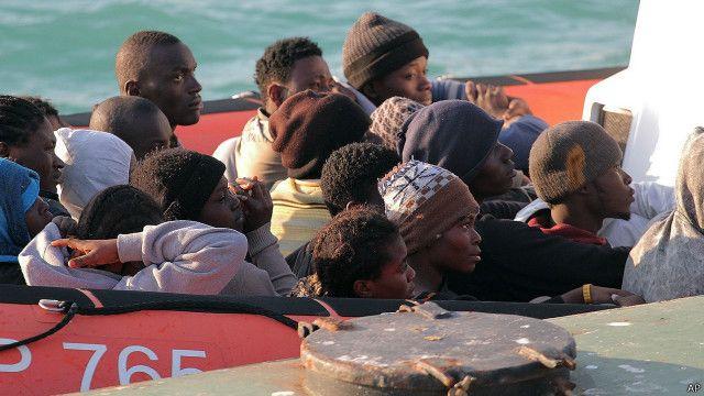 كان على متن المركب الذي غرق نحو 550 مهاجرا