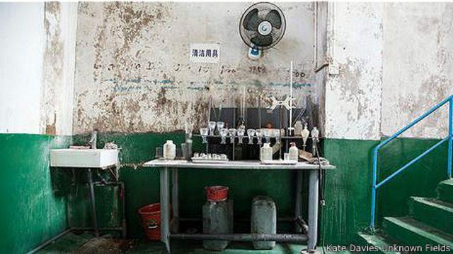 В одном из помещений завода по переработке редкоземельных металлов