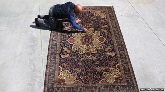 هراتچ کوزیبیوکیان و فرش خانواده کونزلر که توسط یتیمهای ارمنی بافته شده