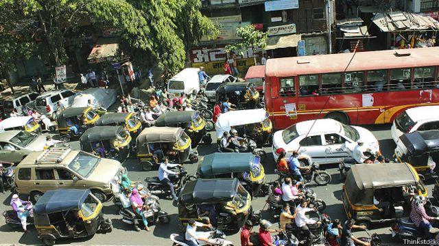 Движение на улицах Мумбаи