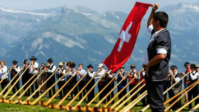 Çikolataları, saatleri ve özel bankacılığı ile ünlü olan İsviçre.