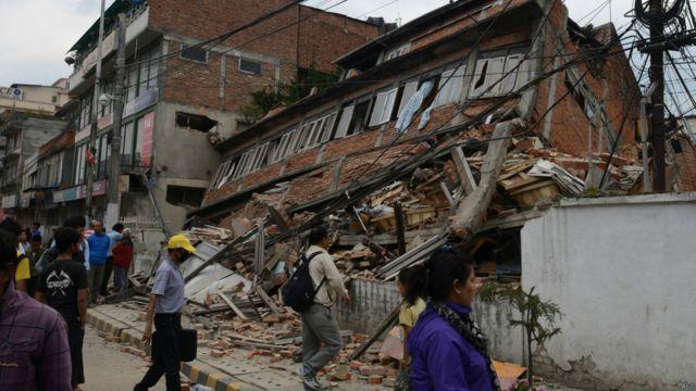 Это самое сильное землетрясение в Непале за последние 80 лет. В 1934 году стихия унесла жизни более 8,5 тысяч человек.