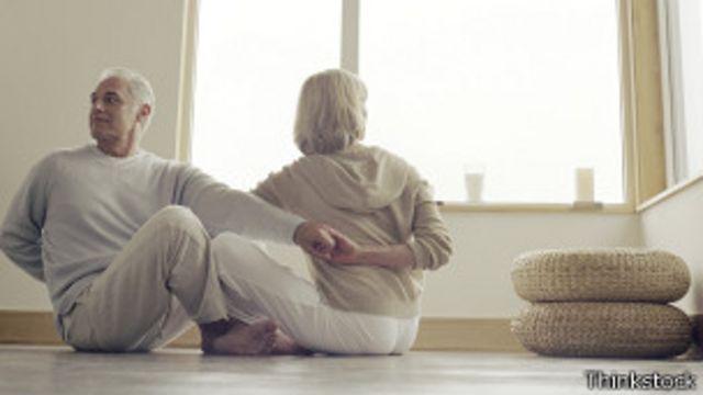 Mejorar la flexibilidad del cuerpo ayuda a prevenir lesiones, además de incrementar la movilidad de las personas.
