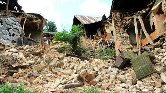تلاشهای گروههای امدادرسانی برای نجات جان افرادی که هنوز زیر آوار ماندهاند، ادامه دارد