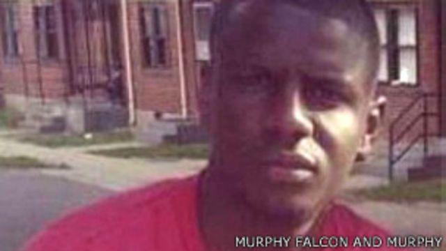 El forense dijo que Gray tenía una herida en la cabeza que podría deberse a un golpe contra la cerradura.