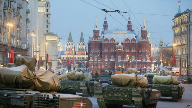 Новые танки на репетиции парада в Москве 29 апреля 2015 года