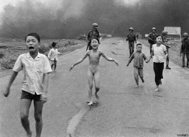 Bức ảnh 'em bé napalm' được chụp hồi 1972 (Hình của phóng viên Nick Ut / AP)