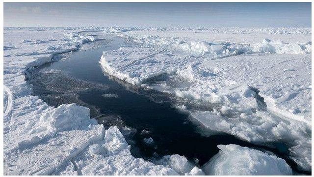 Es di Samudra Arktik