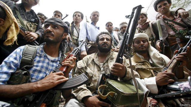 مقاتلون موالون لهادي يقولون إنهم استعادوا السيطرة على مطار عدن الدولي.