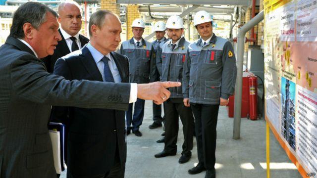"""Сечина, возглавляющего """"Роснефть"""", считают ближайшим соратником Владимира Путина"""