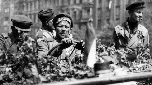 Советские солдаты в Праге. Май 1945