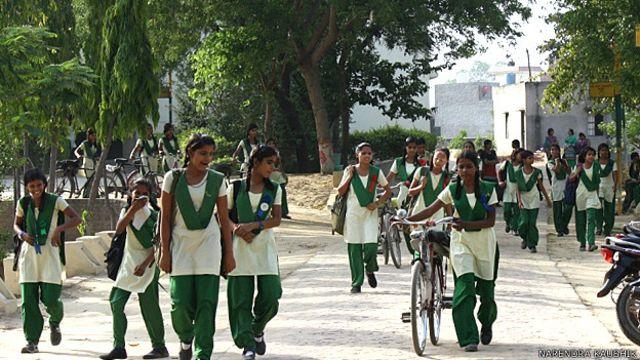 Siswi-siswi Pardada-Pardadi India