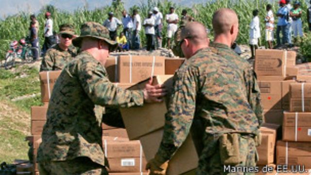 Los marines ayudaron tras el terremoto de Haití en enero de 2010.