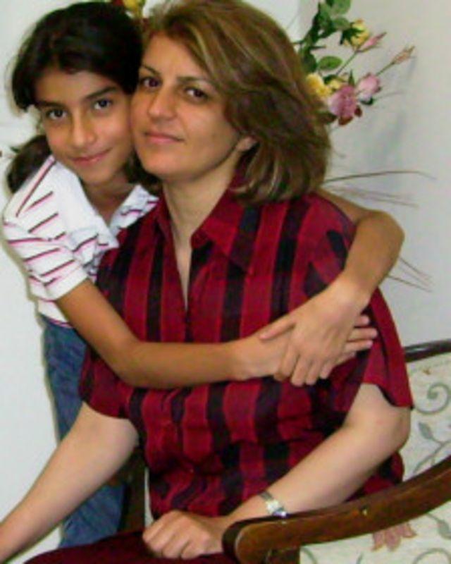 فریبا کمال آبادی، یکی از هفت سرپرست سابق جامعه بهاییان در زندان اوین بسر می برد