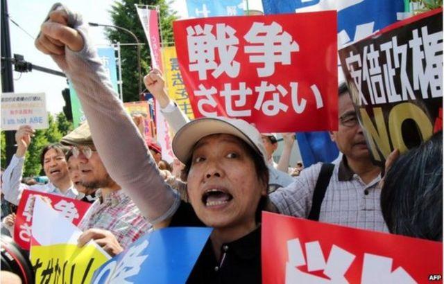 日本不少反戰人士抗議這一法案