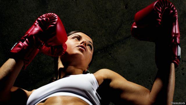 El boxeo es un entrenamiento que demanda mucho esfuerzo para las personas.
