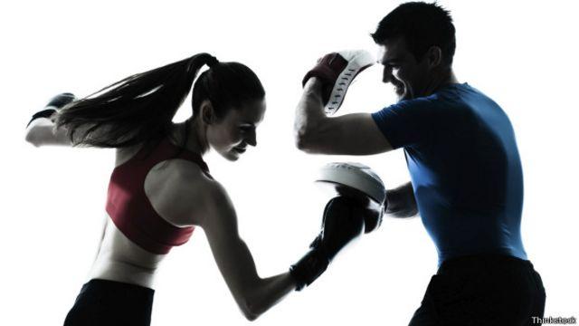 La simulación de una pelea te permitirá tonificar los hombros además de incrementar tu resistencia cardiovascular.