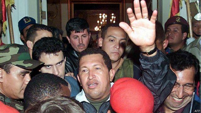 Durante 48 horas, el presidente Hugo Chávez fue depuesto por un golpe en 2001. Él mismo intentó otro en 1992.