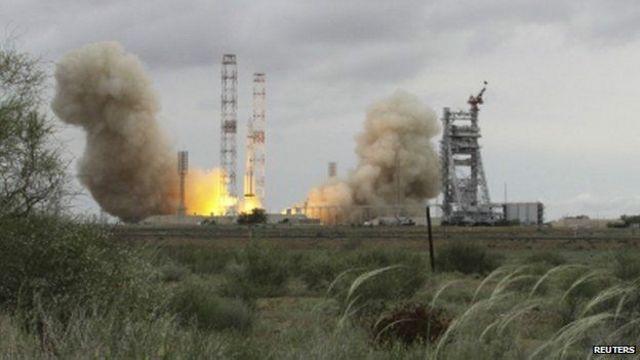 موشک پروتون-ام همراه با یک ماهواره مخابراتی مکزیک بر فراز ایستگاه بایکانور در قزاقستان منفجر شد