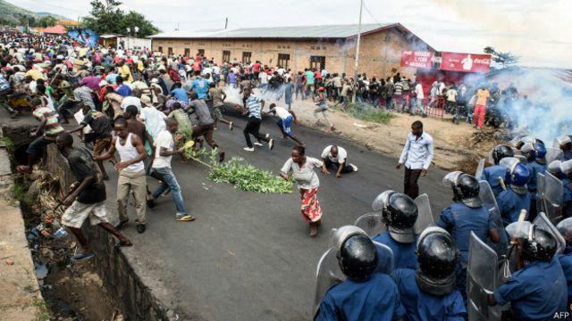 Las manifestaciones contra el presidente fueron aprovechadas por los militares para dar un golpe en Burundi.