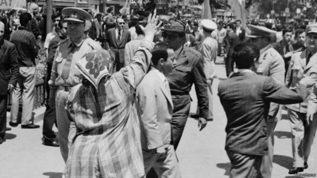 En 1960, los militares turcos tomaron control del país en un golpe incruento.