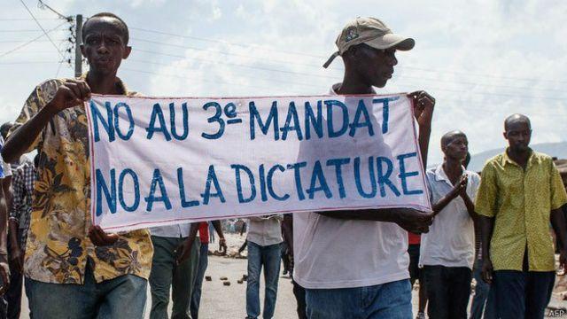 En Burundi, oficialistas, opositores y golpistas dicen estar a favor de la democracia.
