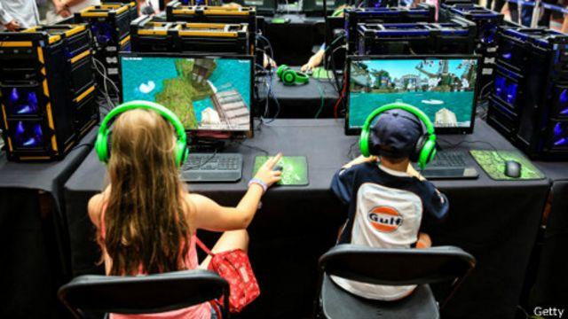 """Родители должны научить детей """"здоровому"""" геймерству"""