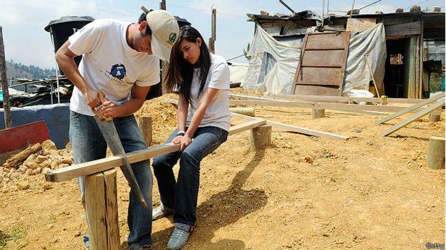 Чилийские студенты строят дом