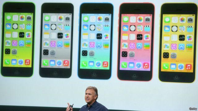 目前蘋果網站上又換上了普通的iPhone 5c的照片