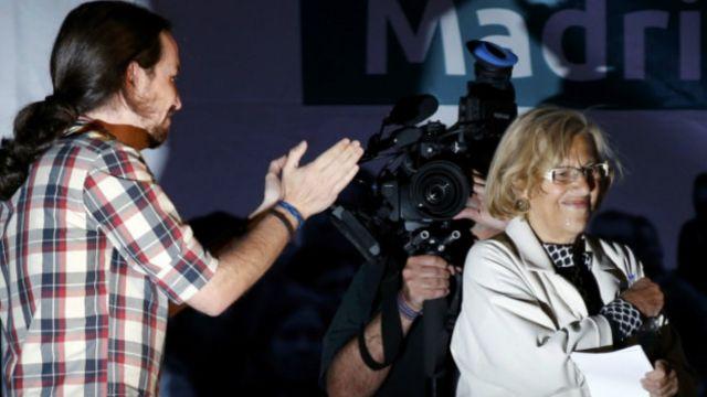 Manuela Carmena vota en las elecciones regionales
