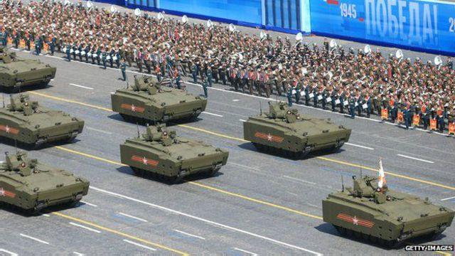 یہ فوجی بکتر بندگاڑیاں عموما ماسکو میں فوجی پریڈ کے دوران ہی سڑکوں پر نظر آتی ہیں